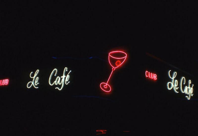 Le_cafe_neon_c1975.jpg
